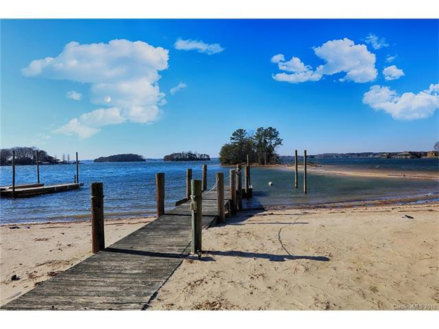 20631 Island Forest Drive, Cornelius, NC 28031 (#3348500) :: Exit Realty Vistas