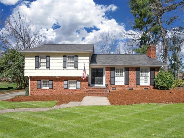 6726 Brookmeade Drive, Charlotte, NC 28226 (#3365752) :: LePage Johnson Realty Group, LLC