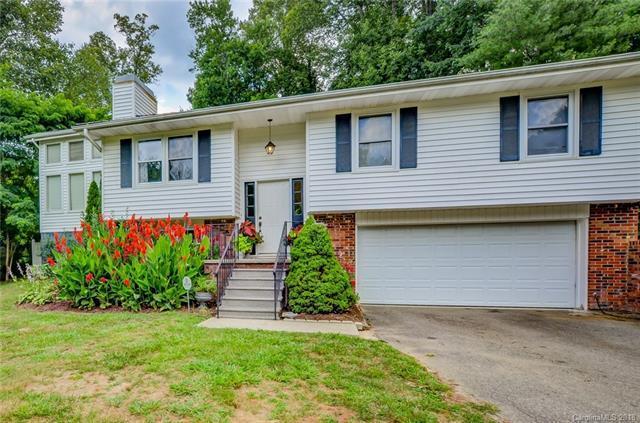 476 Stoney Gardens Court, Hendersonville, NC 28791 (#3366639) :: Puffer Properties
