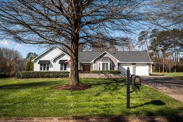 4725 Brookridge Drive NE, Hickory, NC 28601 (#3369447) :: Mossy Oak Properties Land and Luxury