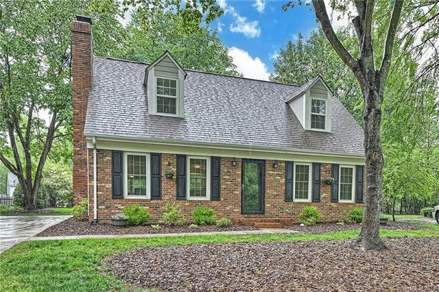 10518 Four Mile Creek Road, Charlotte, NC 28277 (#3380344) :: The Andy Bovender Team