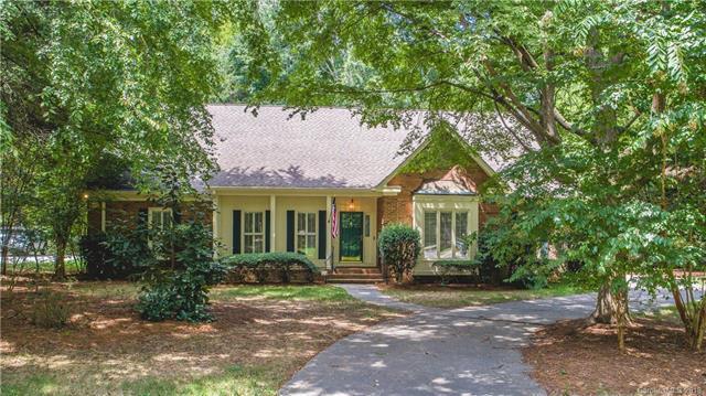 10320 Avondale Avenue, Charlotte, NC 28210 (#3384144) :: Homes Charlotte