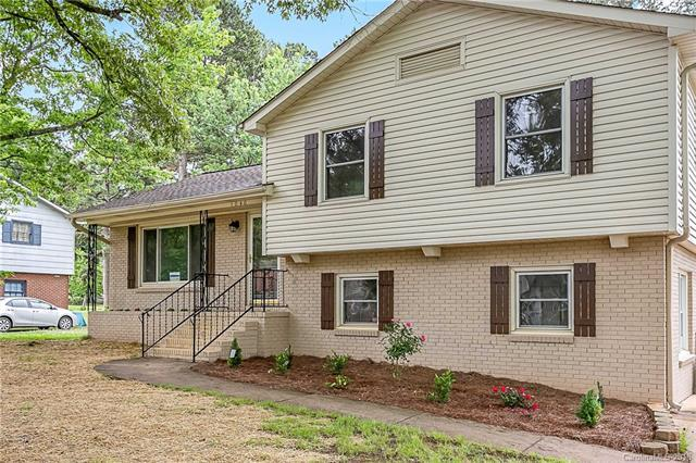 1040 Rocky Ridge Drive, Charlotte, NC 28217 (#3391200) :: LePage Johnson Realty Group, LLC