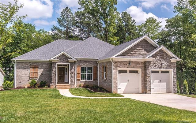 305 Hillcrest Drive, Huntersville, NC 28078 (#3393227) :: High Performance Real Estate Advisors
