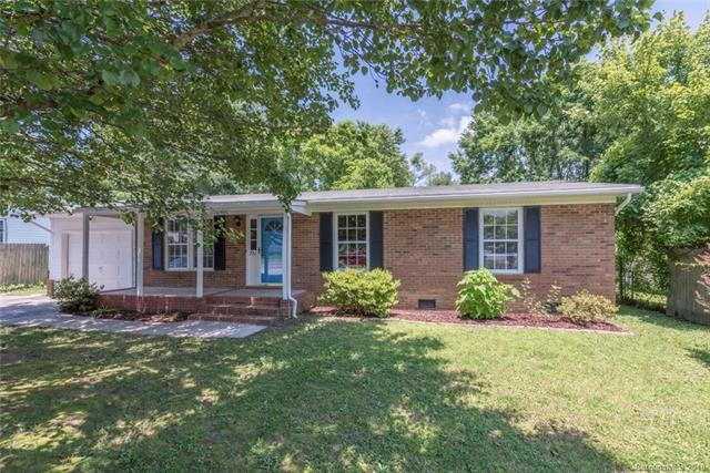 721 Goldfinch Drive, Hendersonville, NC 28792 (#3394489) :: Besecker Homes Team