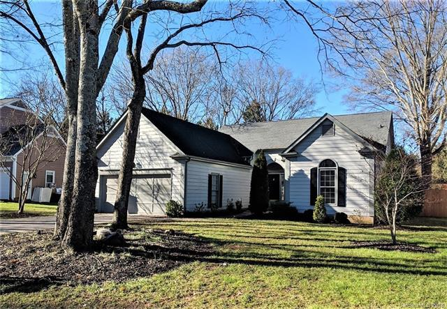 9200 Four Acre Court, Charlotte, NC 28210 (#3397054) :: Exit Mountain Realty