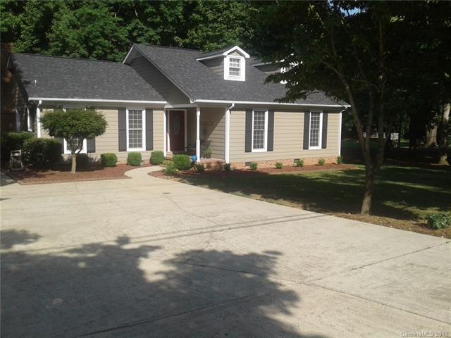 6900 Lakeside Drive, Charlotte, NC 28215 (#3403947) :: TeamHeidi®