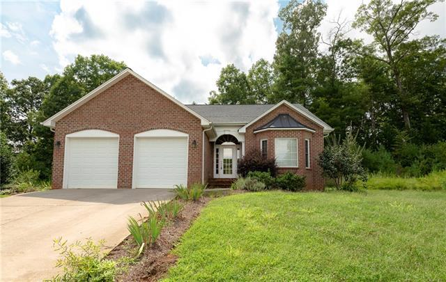 1106 King George Court, Lenoir, NC 28645 (#3416577) :: Exit Mountain Realty