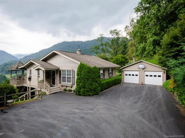 135 Hillside Drive, Maggie Valley, NC 28751 (#3420096) :: The Andy Bovender Team