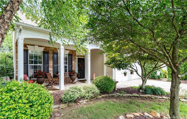 6414 Ridgeview Commons Drive, Charlotte, NC 28269 (#3421652) :: Exit Mountain Realty