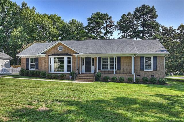 6117 Springhouse Lane, Charlotte, NC 28211 (#3424128) :: MartinGroup Properties