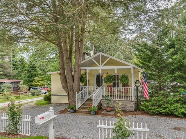 224 Wickins Drive, Hendersonville, NC 28791 (#3426001) :: RE/MAX Four Seasons Realty