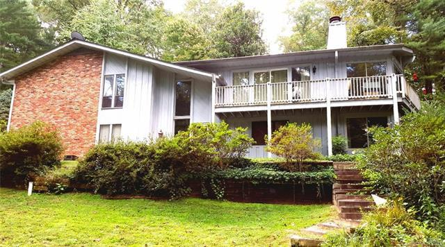 20 Iroquois Drive, Hendersonville, NC 28791 (#3436818) :: LePage Johnson Realty Group, LLC