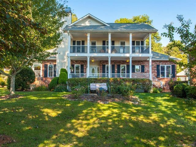 607 Carriage Commons Drive, Hendersonville, NC 28791 (#3439738) :: Cloninger Properties