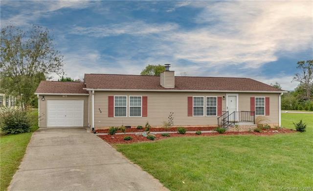 625 Paisley Court, Hendersonville, NC 28739 (#3442080) :: Exit Mountain Realty