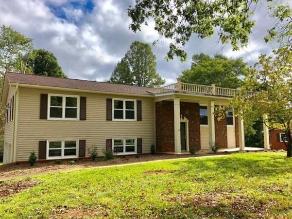 6180 Mountainside Drive, Hickory, NC 28601 (#3445464) :: Exit Mountain Realty