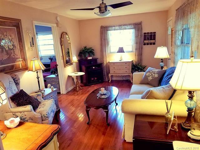123 Wells Street, Hendersonville, NC 28739 (#3448839) :: Carlyle Properties