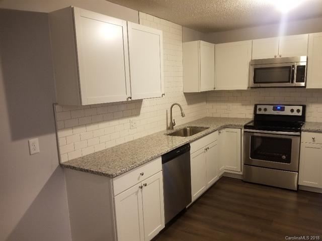 7901 Charter Oak Lane, Charlotte, NC 28226 (#3457829) :: MartinGroup Properties