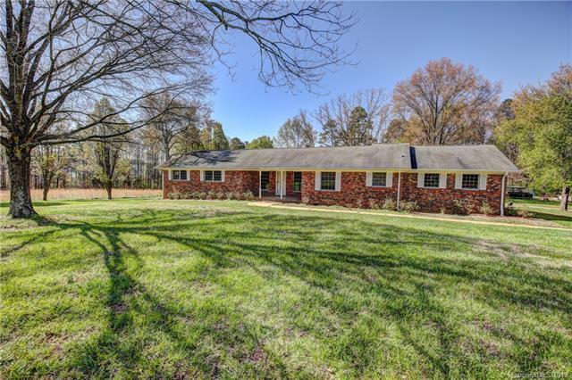 6419 Pleasant Grove Road, Charlotte, NC 28216 (#3468223) :: Homes Charlotte