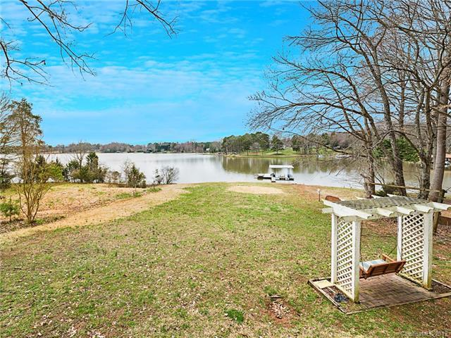 2216 Holly Lane, Shelby, NC 28150 (#3480519) :: LePage Johnson Realty Group, LLC