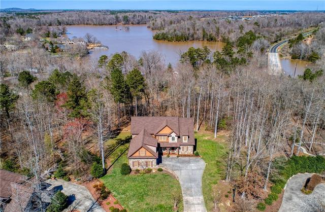 394 Stone Cliff Lane, Lake Wylie, SC 29710 (#3481785) :: Exit Mountain Realty