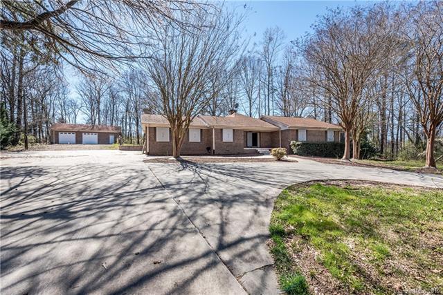 8341 Beatties Ford Road, Charlotte, NC 28216 (#3487394) :: Cloninger Properties