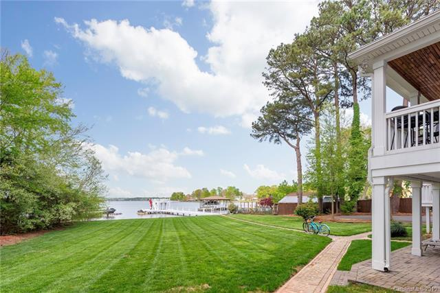 22244 Country Club Circle, Cornelius, NC 28031 (#3492744) :: Mossy Oak Properties Land and Luxury