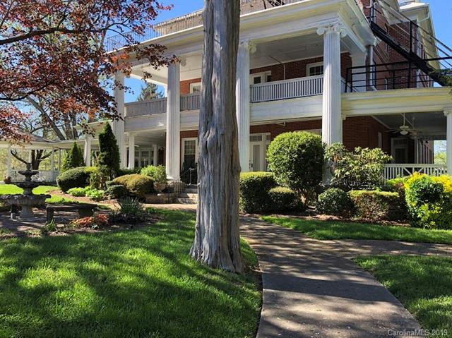 715 N Church Street, Hendersonville, NC 28791 (#3497102) :: The Premier Team at RE/MAX Executive Realty