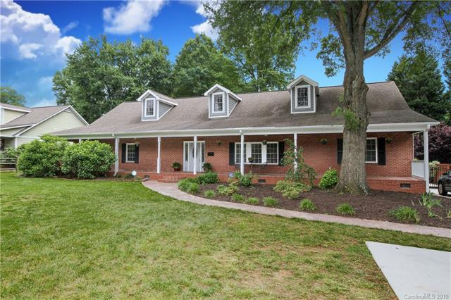1121 S Wendover Road, Charlotte, NC 28211 (#3502277) :: Bluaxis Realty