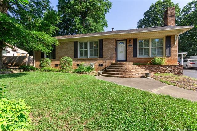 7111 Woodstream Drive, Charlotte, NC 28210 (#3505503) :: LePage Johnson Realty Group, LLC