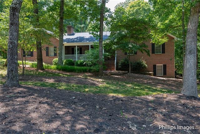 2444 Horseshoe Bend Road NE, Hickory, NC 28601 (#3511372) :: Scarlett Real Estate