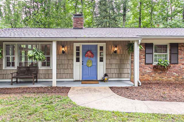 935 Toxaway Drive, Hendersonville, NC 28791 (#3516074) :: Keller Williams Professionals