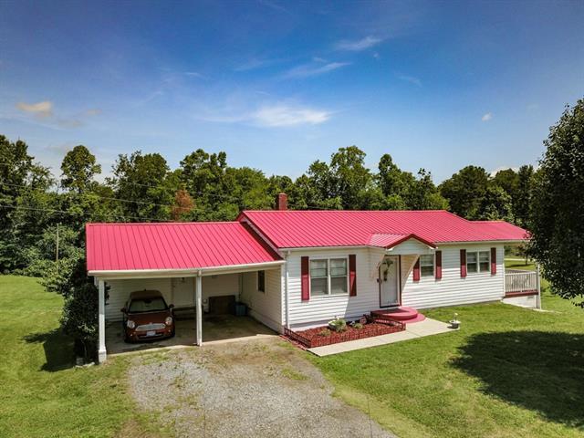 3015 Deal Mill Road, Hudson, NC 28638 (#3517504) :: Homes Charlotte