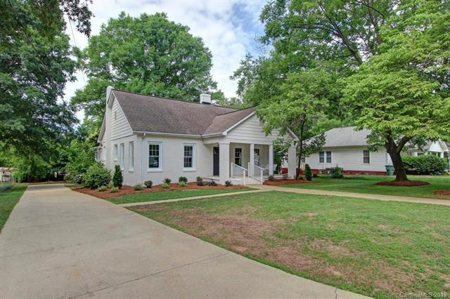 783 E Iredell Avenue, Mooresville, NC 28115 (#3518043) :: The Andy Bovender Team