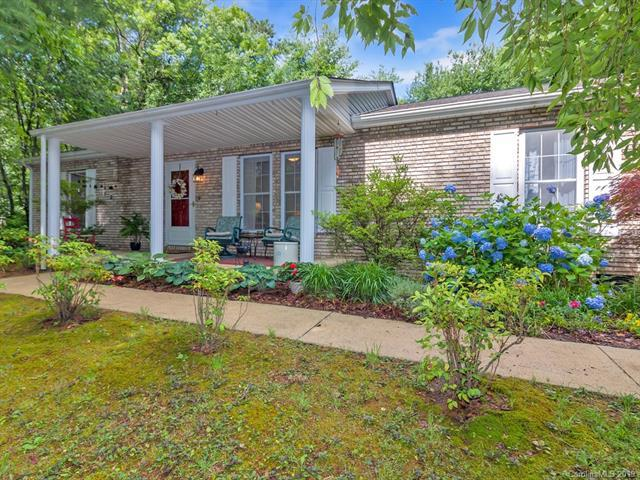 209 Pine Berry Circle, Hendersonville, NC 28739 (#3521235) :: RE/MAX RESULTS