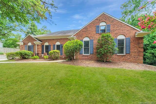 4826 Dawnridge Drive, Charlotte, NC 28226 (#3530248) :: Carver Pressley, REALTORS®