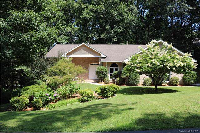 6 Squirrel Trail Court, Hendersonville, NC 28791 (#3535780) :: Carlyle Properties
