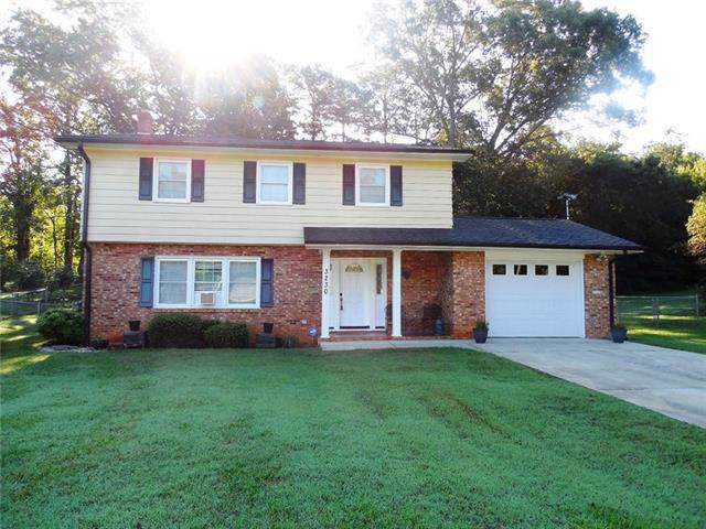 3230 7th St Drive NE, Hickory, NC 28601 (#3536203) :: Roby Realty