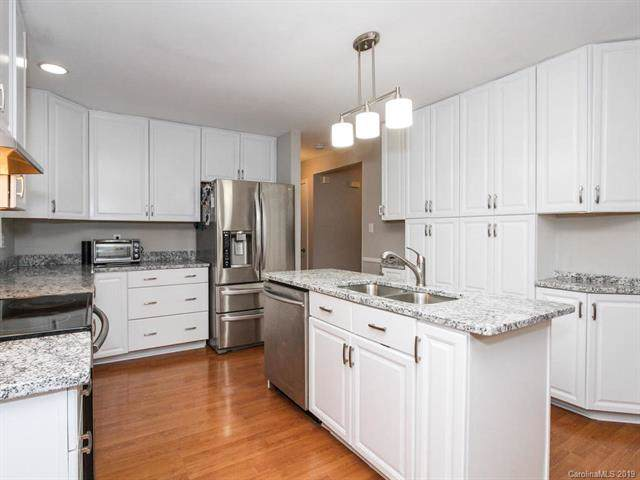 6300 Welford Road, Charlotte, NC 28211 (#3537566) :: Stephen Cooley Real Estate Group