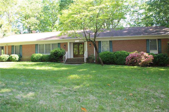1207 Rogers Lake Road, Kannapolis, NC 28081 (#3542498) :: Sellstate Select