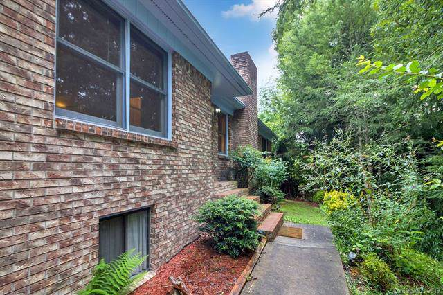 212 Haywood Knolls Drive, Hendersonville, NC 28791 (#3545771) :: LePage Johnson Realty Group, LLC