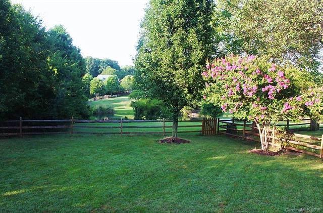 14335 Harvington Drive, Huntersville, NC 28078 (#3547215) :: MartinGroup Properties
