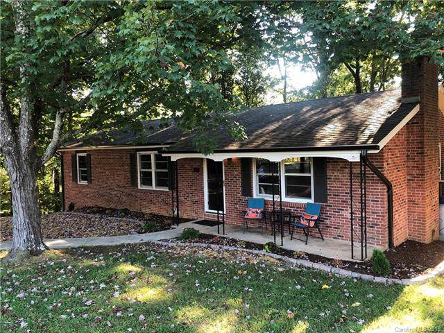 207 W Wynnbrook Drive, Hendersonville, NC 28792 (#3547569) :: Keller Williams Professionals