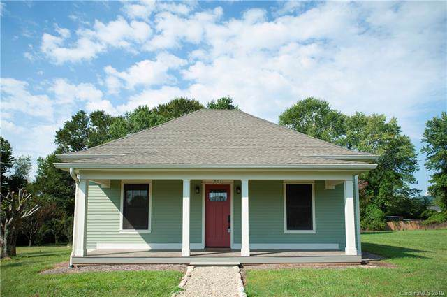 501 N Stanwood Lane, Hendersonville, NC 28739 (#3550776) :: Keller Williams Biltmore Village