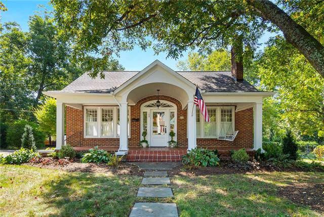 108 8TH Avenue NE, Hickory, NC 28601 (#3552350) :: Carlyle Properties