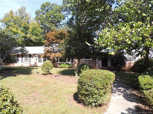 1220 Woodmont Drive, Hendersonville, NC 28791 (#3555226) :: Keller Williams Professionals