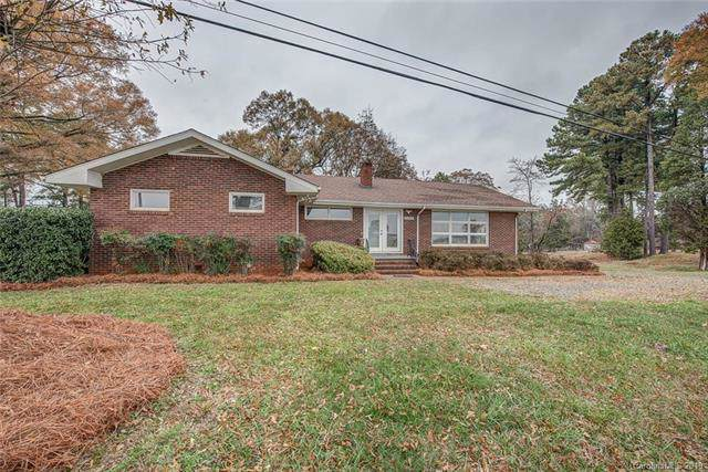 10924 Moores Chapel Road, Charlotte, NC 28214 (#3573440) :: Carlyle Properties