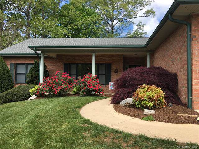 107 Fairway Knoll Drive, Hendersonville, NC 28739 (#3582941) :: LePage Johnson Realty Group, LLC
