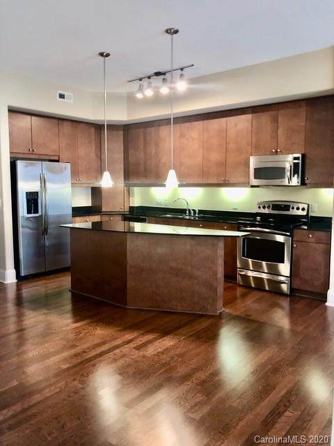 4625 Piedmont Row Drive #402, Charlotte, NC 28210 (#3673035) :: Stephen Cooley Real Estate Group