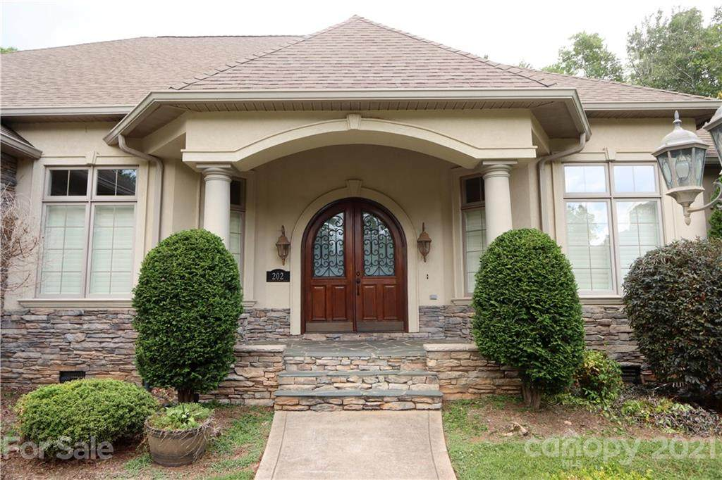 202 Troon Place - Photo 1